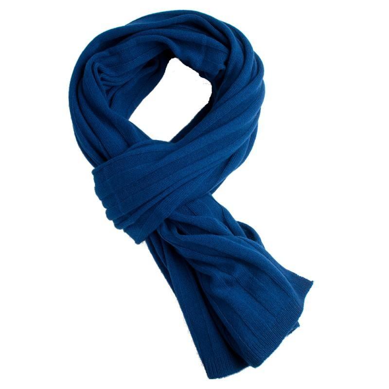 Flot ensfarvet tørklæde er godt at have med på rejser